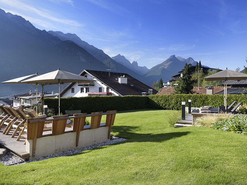 Garten mit Ausblick auf die Berge