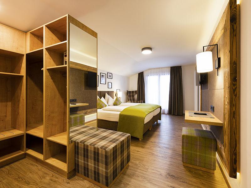 [Translate to en:] Doppelzimmer Alpin Style Stubaiblick